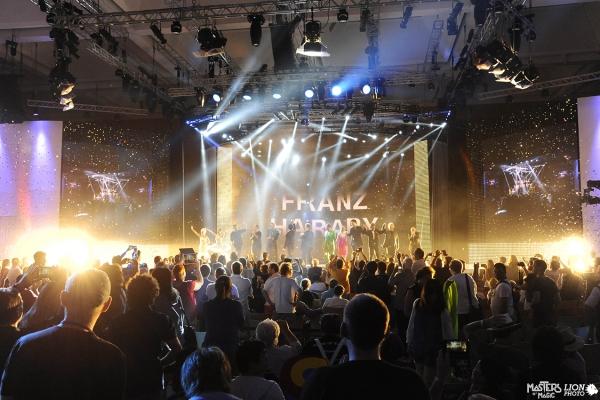 standing-ovation-franz-harary-fism-italy2AF0DC80-7B76-57A8-9F0A-C8E84DE708A9.jpg