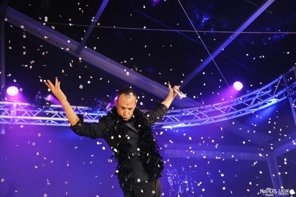 Pertunjukan Grand Gala, final, adil salju yang membuat setiap lokasi magis.