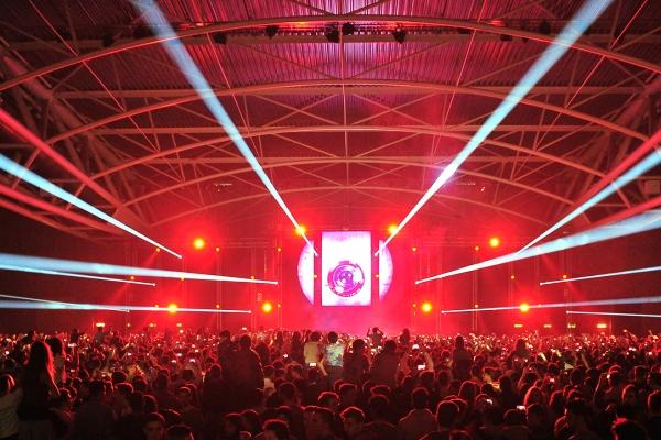 Làsers, llums, efectes especials, un escenari impressionant per a grans esdeveniments i reunions empresarials