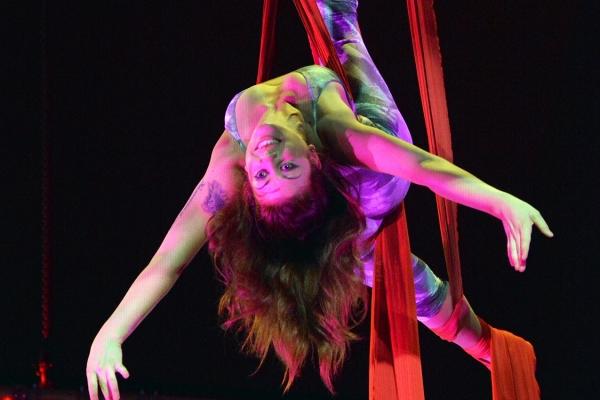 acrobatica-aerea-masters-of-magicXNUMXCEXNUMXFXNUMX-AEXNUMX-AFDXNUMX-AXNUMXA-XNUMXCXNUMXCEXNUMX.jpg