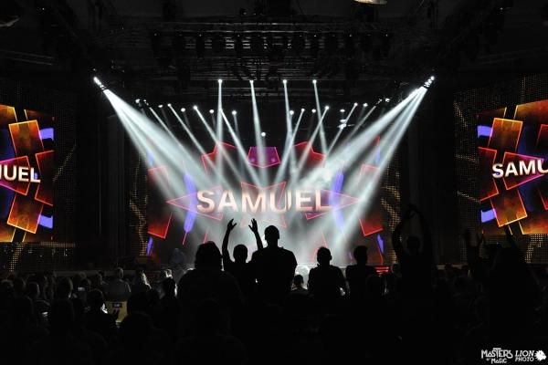 One Man Show, efeitos especiais de luzes e sons durante a convenção da empresa