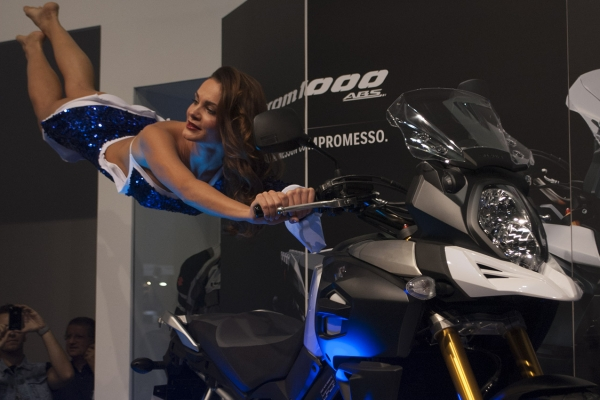 Suzuki, Eicma, Motor show, Magic Stunt. The magic of women and engines in a single corporate event ..