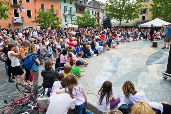 Magic Summer Festival. Citizen Festival. Entertainment for families. Created to measure for large and small squares. Street magic.