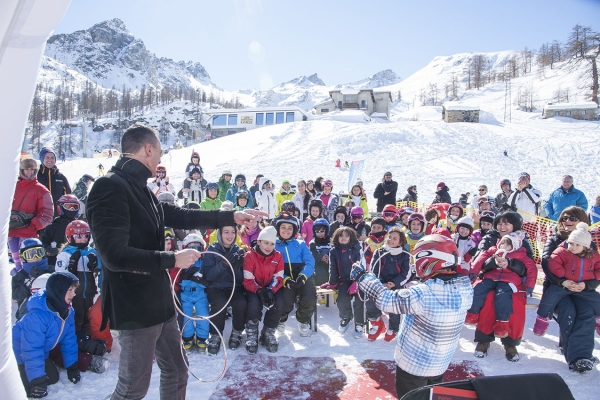 Magic Festival Masters Of Magic transforms the most unforgettable ski resorts in the Valle d'Aosta into a sensational stage, created specifically to make thousands of children and their parents dream. Appointment not to be missed.