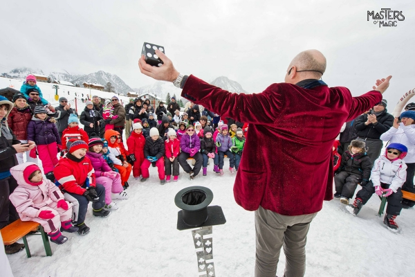 Magic on the snow. Unmissable performance. Happy children. Moment of great attraction. Whatever the weather, Masters Of Magic creates perfect shows.