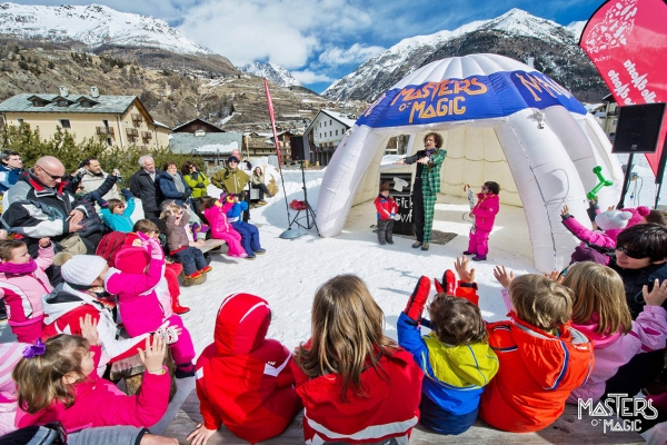 The incredible Magic Snow Festival also comes to your home! A Masters Of Magic creation, the Magic Snow Festival manages to transform any place into a spectacular theater able to capture the attention of an ever more varied audience.