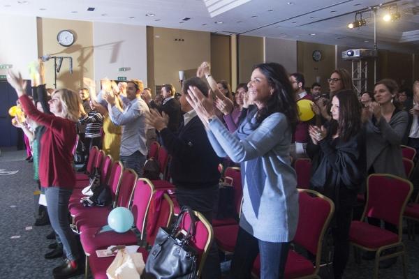 standing-ovation-masters-of-magicDA841601-83CF-FDD5-B433-94C488D31E17.jpg