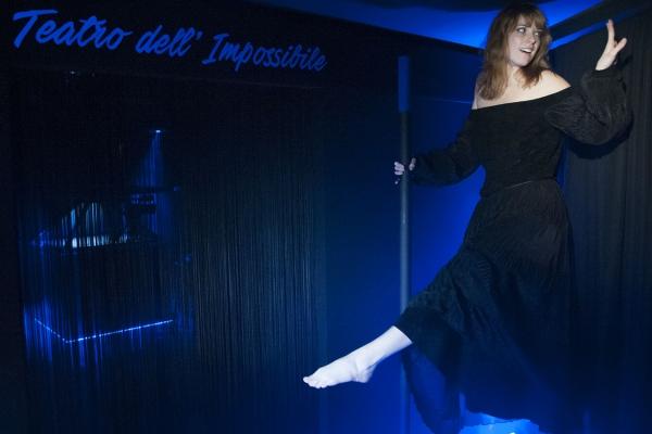 sospensione-magia-teatro-impossibileCBB82B7E-FAA3-2655-8625-248CC9DC0E38.jpg