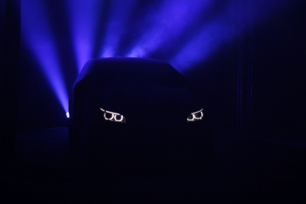 BMW Reveal, the Reveal of a new BMW product meets Magic Art. Special effects of lights and colors. Care and precision in the realization of every detail for the scenographic installation.